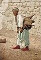 Porteur d'eau à Jérusalem au 19e siècle.jpg