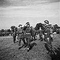 Prins Bernhard inspecteert de aangetreden manschappen van het regiment Stoottroe, Bestanddeelnr 255-7998.jpg
