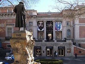 Puerta de Goya en la fachada norte del Museo d...