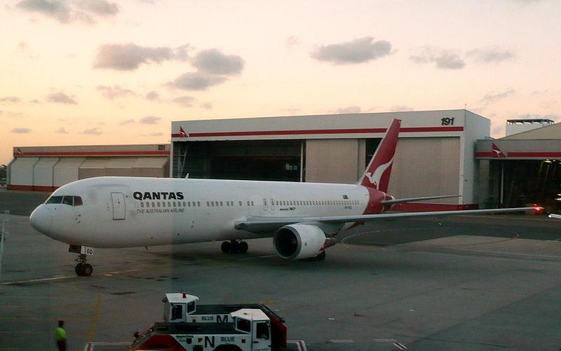 File:Qantas B767-300ER VH-OGQ (3335096382).jpg