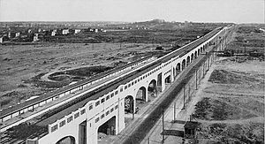 Queens - Queens Boulevard, looking east from Van Dam Street, in 1920. The newly built IRT Flushing Line is in the boulevard's median.