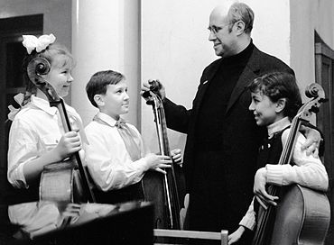 RIAN archive 6896 Rostropovich with contest winners.jpg