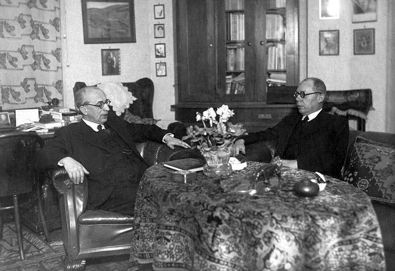 File:Ravasz László és Makkai Sándor református püspökök. Fortepan 20501.jpg