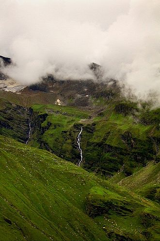 Rohtang Pass - A waterfall on the way to Rohtang