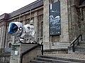 Rosetta-landesmuseum-darmstadt-loewe-im-raumanzug-2.jpg
