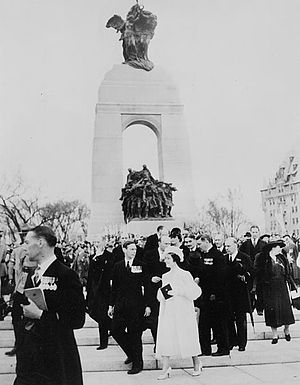 1939 royal tour of Canada - George VI and Queen Elizabeth unveiling the National War Memorial, Ottawa, Ontario