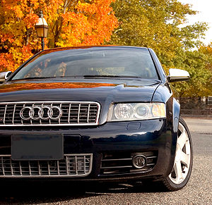 """Audi S and RS models - Detail of the """"S"""" vertical emphasis lines on the front grill of a B6 S4"""