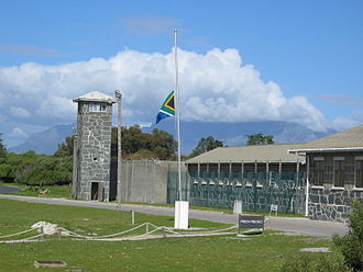 The Amazing Race 2 - In Cape Town, teams traveled to Robben Island, where famous prisoner and former President Nelson Mandela was imprisoned.