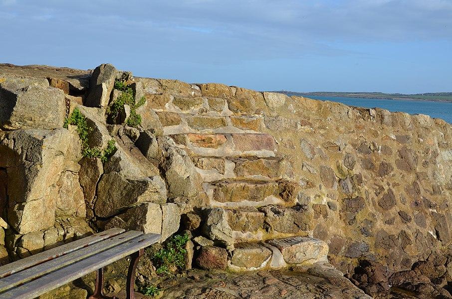 Escalier en pierre à Port Racine à Saint-Germain-des-Vaux.