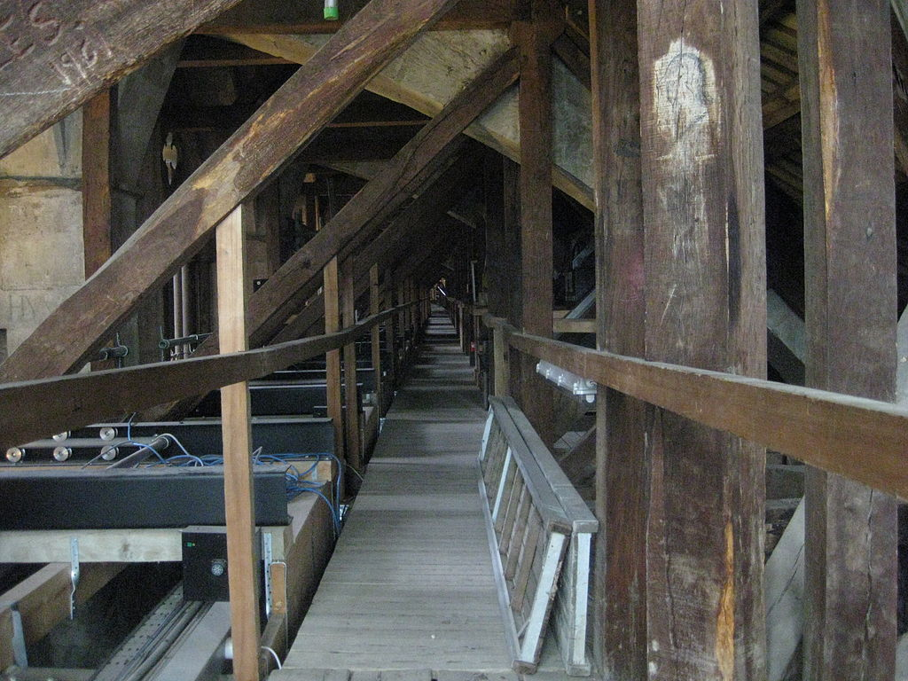 File Salisbury Cathedral Roof Space Over Aisle Jpg
