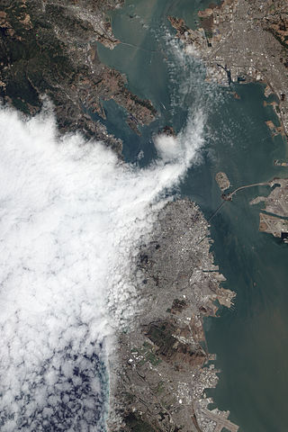 [Imagem: 320px-Satellite_view_of_fog_over_the_Golden_Gate.jpg]