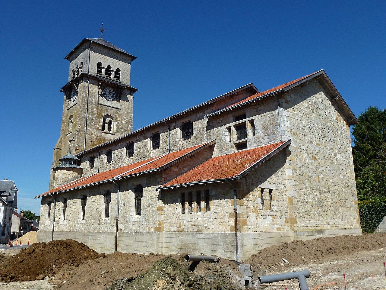 Saulces-Monclin (Ardennes) église, vue laterale.JPG