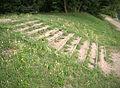 Scala in legno e terra in un parco a Milano.jpg