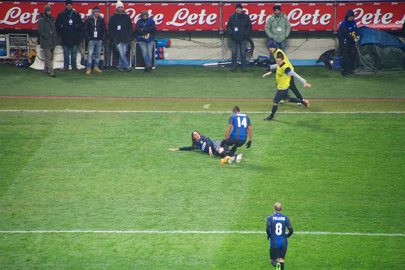File:Schelotto goal celebration Inter-Milan february 2013 01.jpg