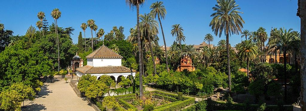 Les jardins de l'Alcazar vus de la galerie du Grotesque, au premier plan le pavillon de Charles Quint - Photo de Mihael Grmek