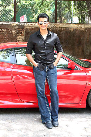 Sharman Joshi - Joshi at the grace F-Bar launch in 2012