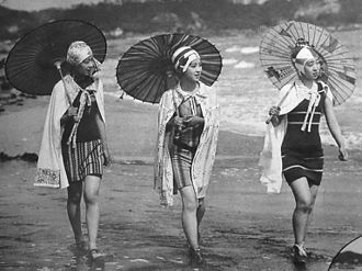Modern girl - A 1929 advertisement for the Shirokiya department store featuring actresses walking on the beach at Kamakura
