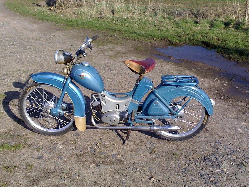 ** Das Moped ** 800px-Simson_SR_2_Baujahr_1959_hammerschlagblau