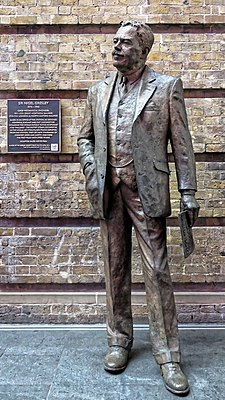 Sir Nigel Gresley statue at King's Cross Station, London, England.jpg