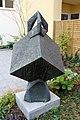 Skulptur Eyke-von-Repkow-Platz 2 (Moabi) Würfel.jpg
