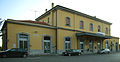 Soresina - stazione ferroviaria - fabbricato viaggiatori lato strada.jpg