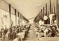 Sorteren van tabaksbladeren in een fermenteerschuur - Sorting tobacco leaves in a fermenting shed (4600341423).jpg