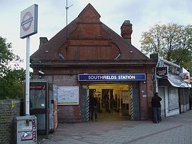 Southfields station building.JPG