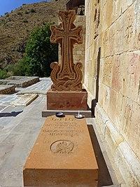 Spitakavor-Tombe de Garegin Nzhdehà Spitakavor (1).jpg