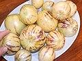 Starr-140402-0146-Solanum muricatum-fruit-Hawea Pl Olinda-Maui (24610891794).jpg