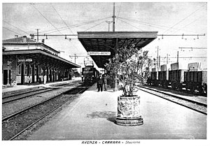 Avenza–Carrara railway - Trains at Avenza station in the 1930s