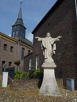 Stevensweert (Maasgouw) H.Hartbeeld voor RK kerk.JPG