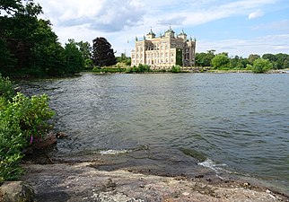 Stora Sundby slott, juli 2018s.jpg