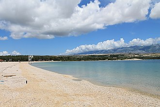 Zrće - Image: Strand Zrce mit Blick auf Club Kalypso