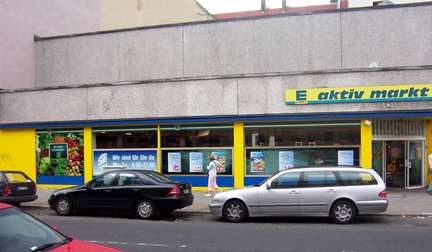 "A supermarket in Berlin-Charlottenburg, which served as the filming location for Manni's and Lola's robbery. Supermarkt aus dem Film ""Lola rennt"".png"