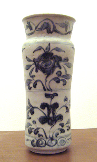 Albarello - Image: Swatow porcelain albarello blue and white Ming before 1600