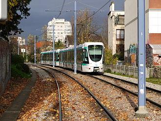 Île-de-France tramway Line 2 - Image: T2 Entre les Milons et Parc de St Cloud P1000214