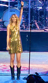 Taylor Swift Fearless Tour on 170px Taylor Swift During Fearless Tour Concert In Portland 02 Jpg