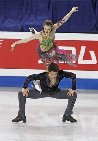 Figure skating lifts - Image: Tessa Virtue & Scott Moir Lift 2009 4CC