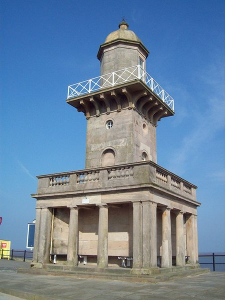 File:The Lower Lighthouse - geograph.org.uk - 1454967.jpg
