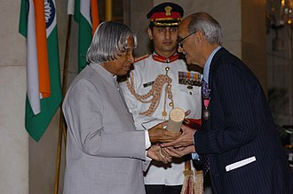 Prakash Narain Tandon - The President, Dr. A.P.J. Abdul Kalam presenting Padma Vibhushan to Prof. Prakash Narain Tandon, an eminent Neurosurgeon, at investiture ceremony, in New Delhi on March 29, 2006