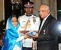 The President, Smt. Pratibha Devisingh Patil presenting Padma Vibhushan Award to Dr. Prathap Chandra Reddy, at the Civil Investiture Ceremony-I, at Rashtrapati Bhavan, in New Delhi on March 31, 2010.jpg
