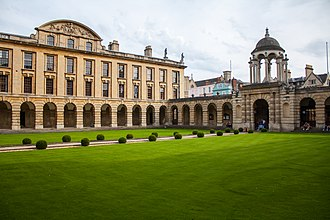 The Queen's College, Oxford - The main quad of Queen's