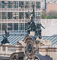Theatro Municipal de São Paulo Statue.jpg