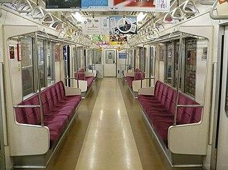 Tokyo Metro 02 series - Image: Tokyometro 02inside 1
