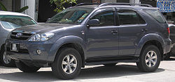 Toyota Fortuner (first generation) (front), Serdang.jpg