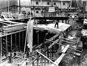 PATH (Toronto) - The first tunnel under construction in 1900 for Eaton's