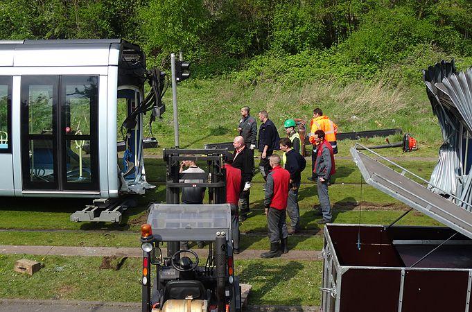 Valenciennes & Anzin - Déraillement de la rame de tramway n° 17 à la sortie du dépôt de Saint-Waast le 11 avril 2014 (049).JPG