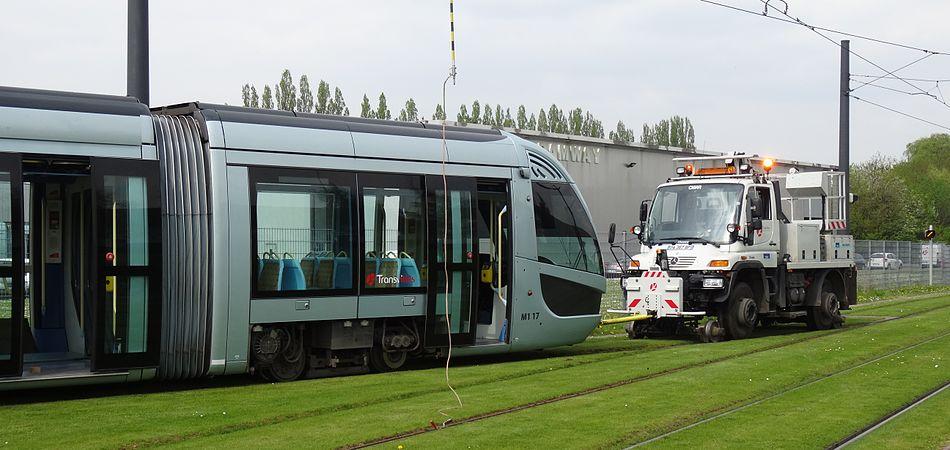 Valenciennes & Anzin - Déraillement de la rame de tramway n° 17 à la sortie du dépôt de Saint-Waast le 11 avril 2014 (113).JPG