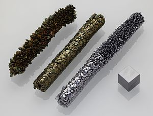 Vanadium crystal bar and 1cm3 cube.jpg