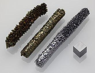 Crystal bar process - Image: Vanadium crystal bar and 1cm 3 cube